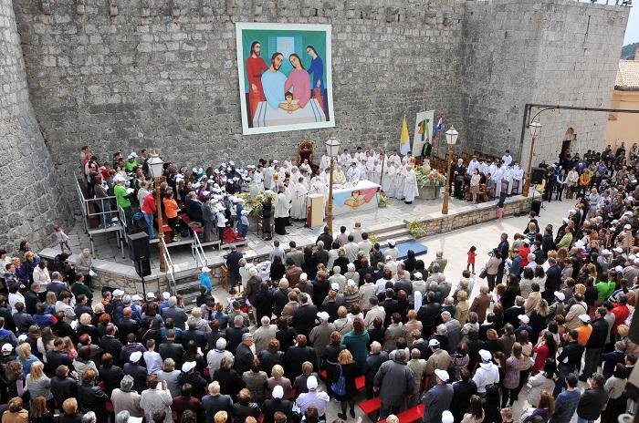 Sveta misa uz katedralu3