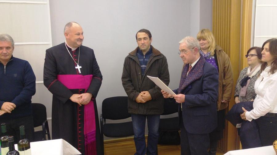 Biskup s clanovima Pokreta za zivot (1)