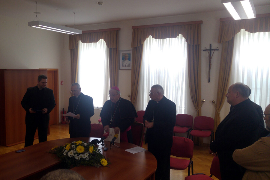 Čitanje imenovanja novog biskupa u Gospiću