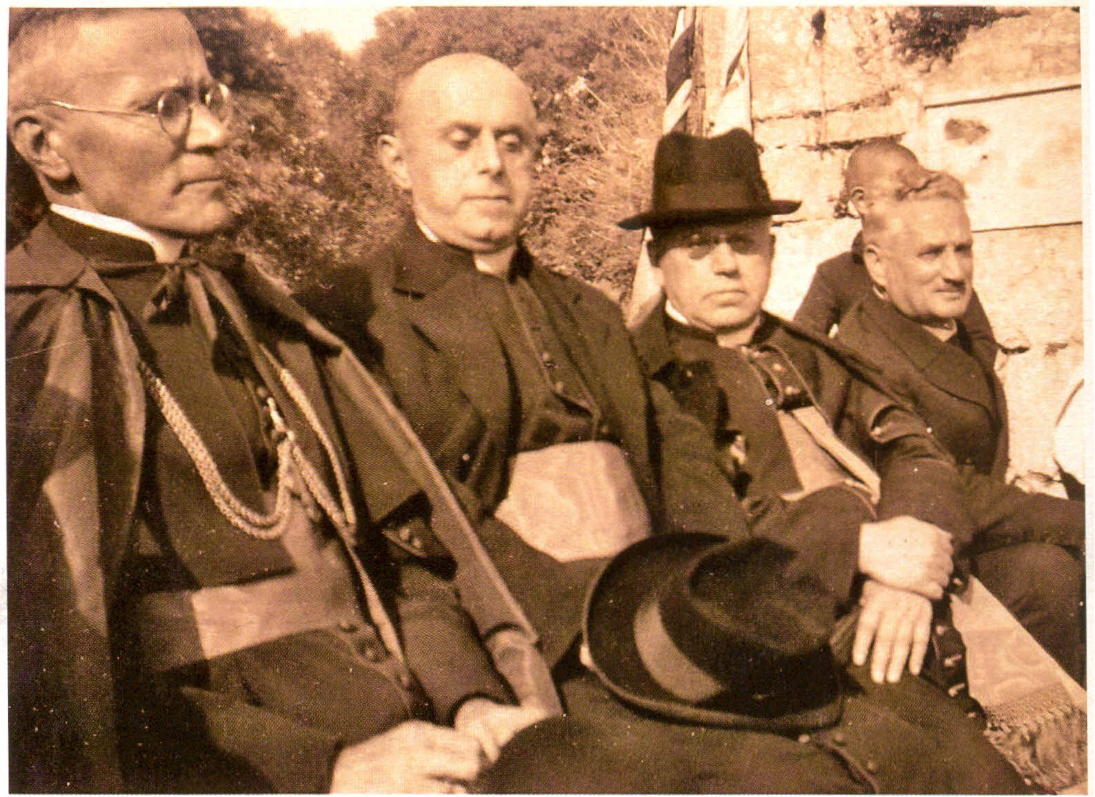 Biskup Srebrnić, stolni dekan Maračić, prepozit Mate Polonijo i gradonacelnik Petar Velčić